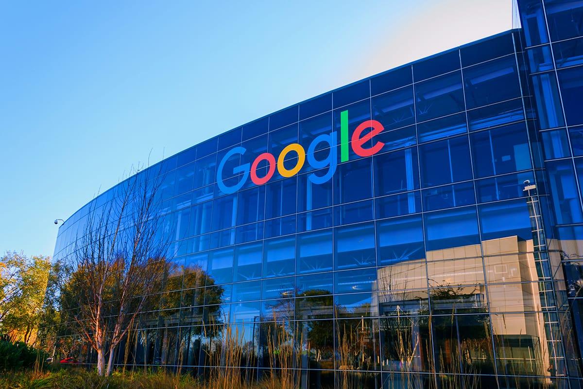 Працівники Google ще рік працюватимуть з дому