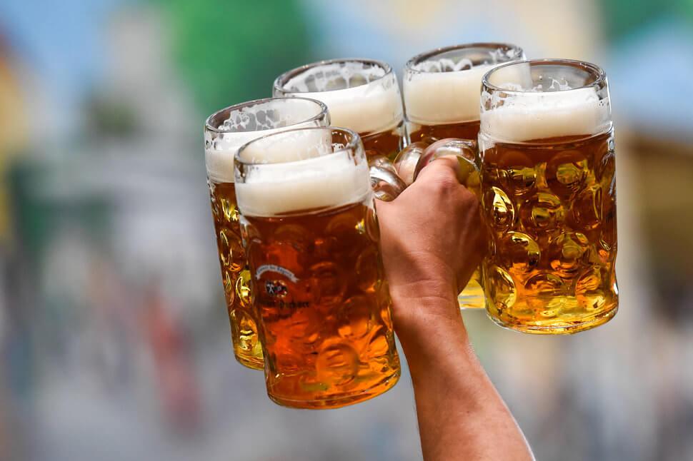 """Американці щорічно витрачають понад 1000 доларів на пиво, а українці насолоджуються найдешевшим """"хмільним"""" у світі"""