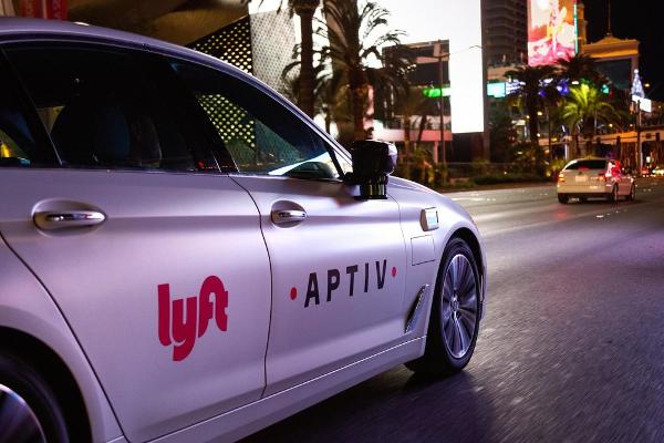 Суд у США визнав водіїв UBER та Lyft не підрядниками, а найманими працівниками