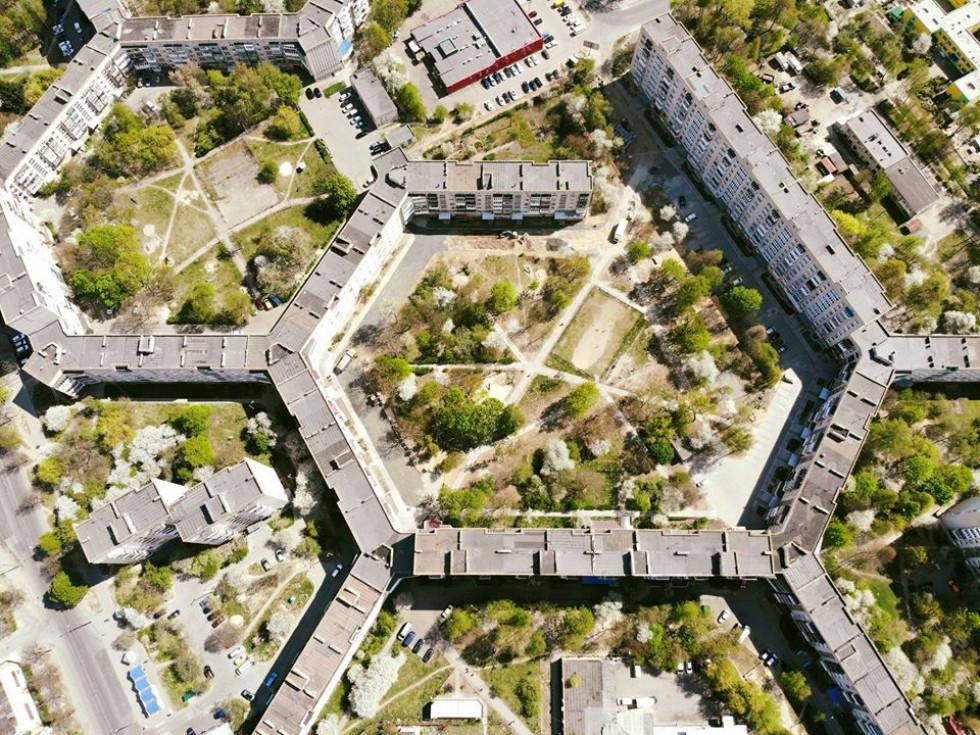 У трикілометровому будинку, що в Україні, мешкає понад 10 тисяч людей (Фото)