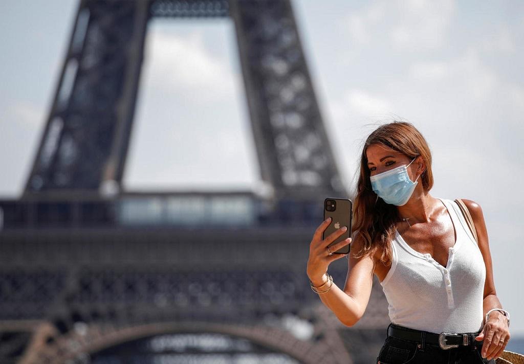 У Парижі та Марселі заборонили виходити на вулицю без маски