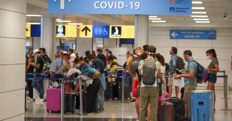 В Українських аеропортах застрягли десятки іноземців