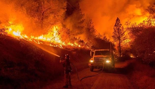 У Каліфорнії через лісові пожежі почали евакуйовувати людей (Відео)