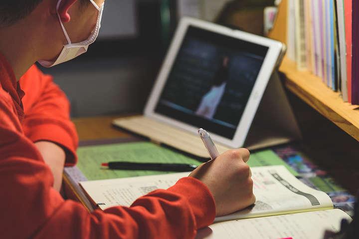 Мер Нью-Йорка розглядає можливіть навчання у школах під відкритим небом