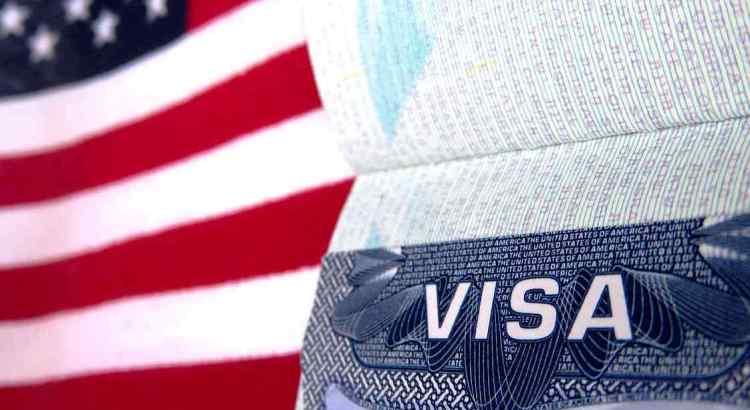 США відновлюють видачу візу українцям.