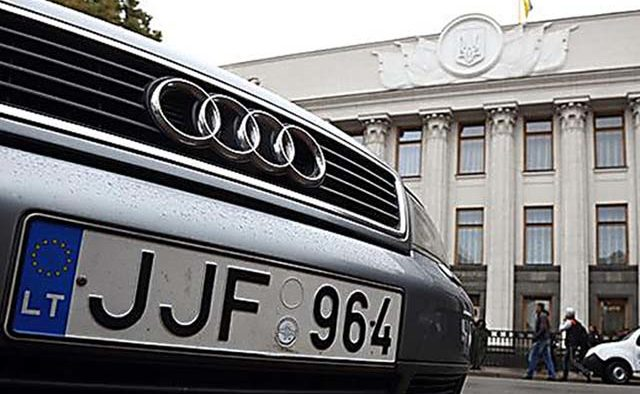 Посольство США в Україні розпродає «євробляхи»