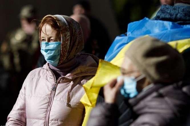 Половина українців проти жорсткого карантину