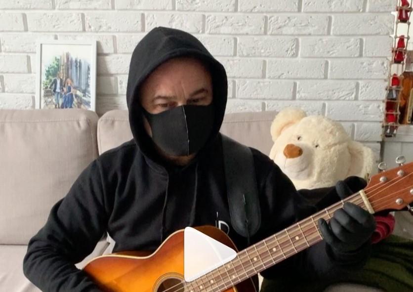 Народний артист України вирішив підзаробити на захисних масках (Фото)