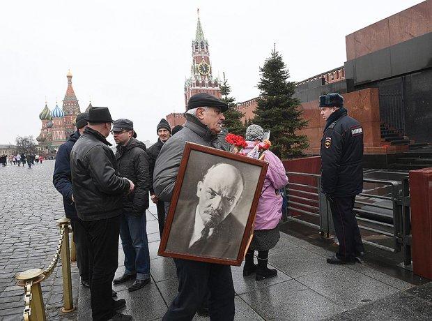 Художник з США хоче купити тіло Леніна