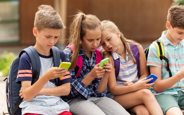 Facebook запускає нову соцмережу для школярів та студентів