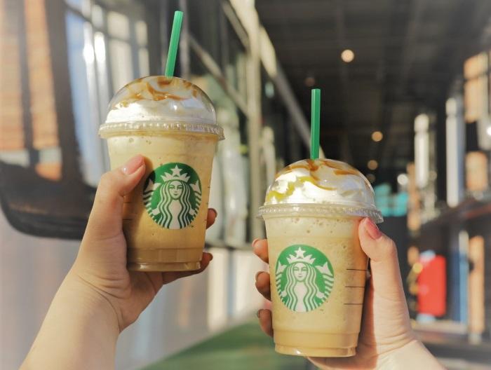 Starbucks відмовиться від використання трубочок