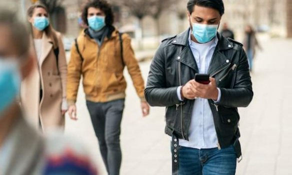 Українські жінки хворіють на коронавірус частіше, але помирають більше чоловіки