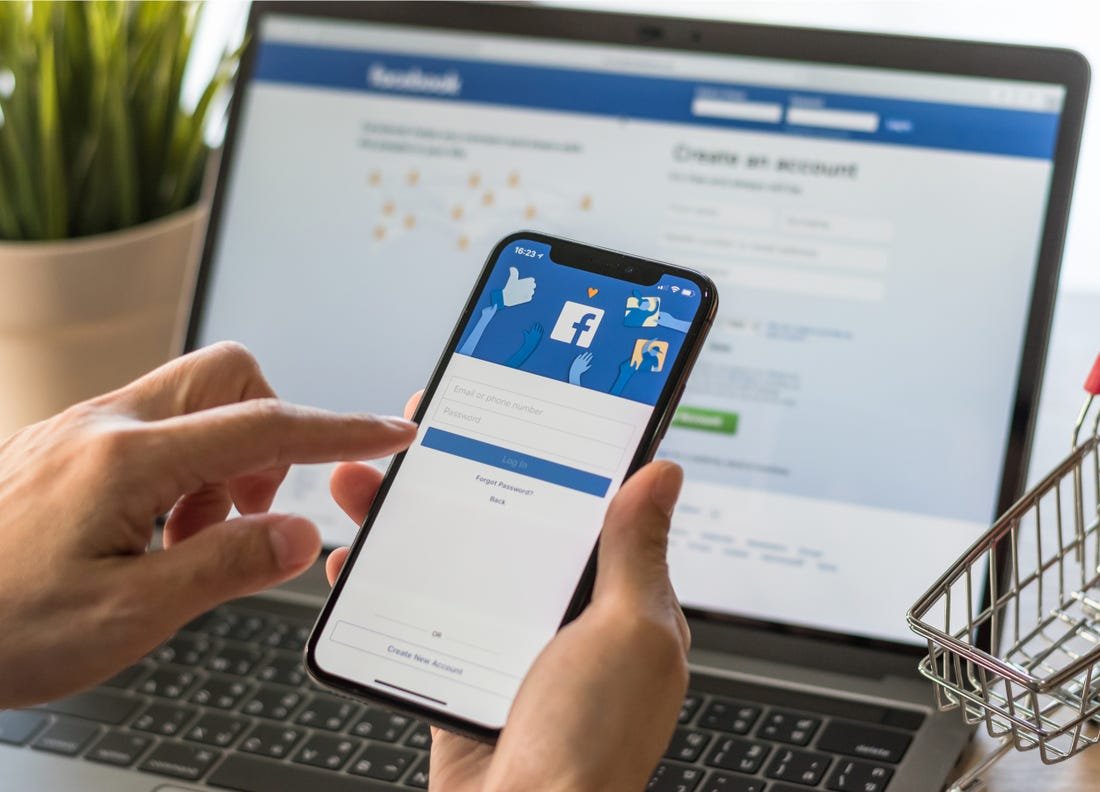 Facebook видалятиме пости, що заперечують Голокост
