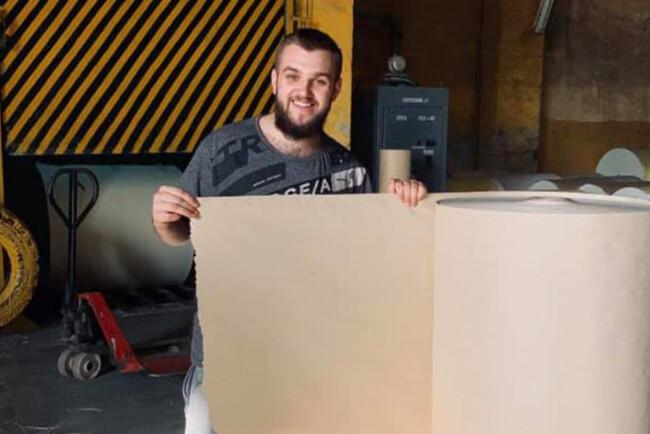 Українець запустив перше виробництво паперу з опалого листя