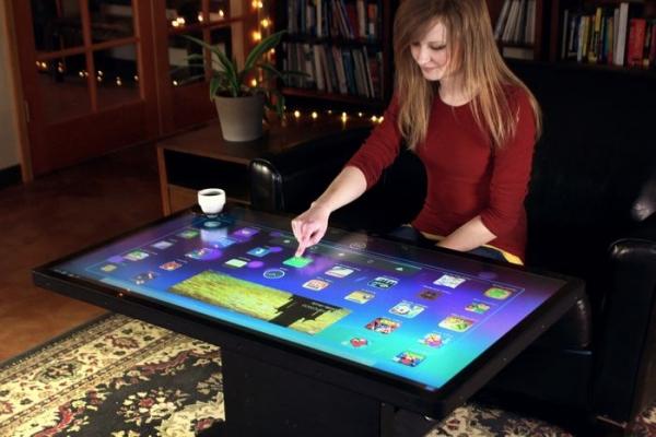 """Українці розробили """"розумні"""" інтерактивні столи"""