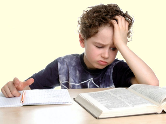 Більша половина українських дітей читають книги з примусу батьків