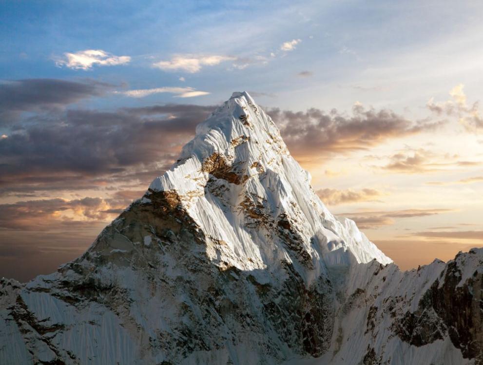 Висота Евересту офіційно збільшилась