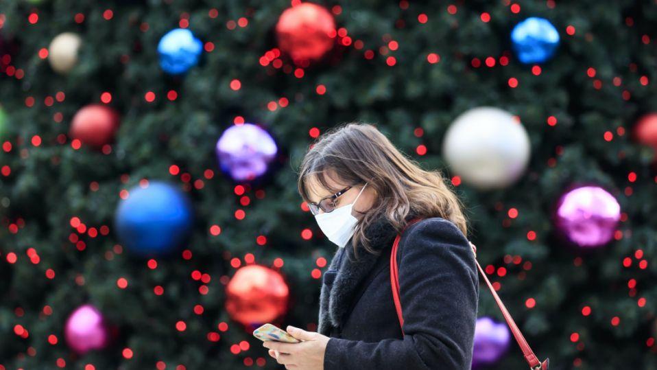У ВООЗ дали кілька порад про те, як уберегтися від коронавірусу у період новорічних свят
