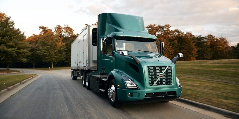 Volvo починає продажі електричних вантажівок у США і Канаді