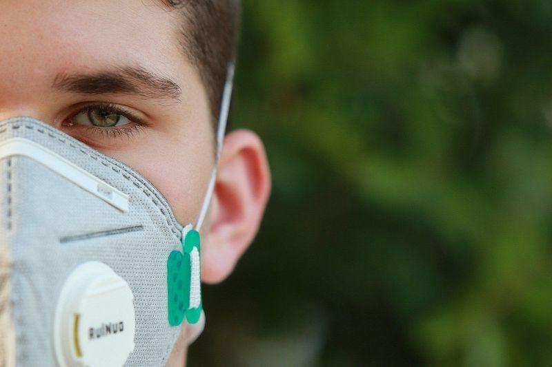 Українські школярі розробили маску, що сама визначає хворих на COVID