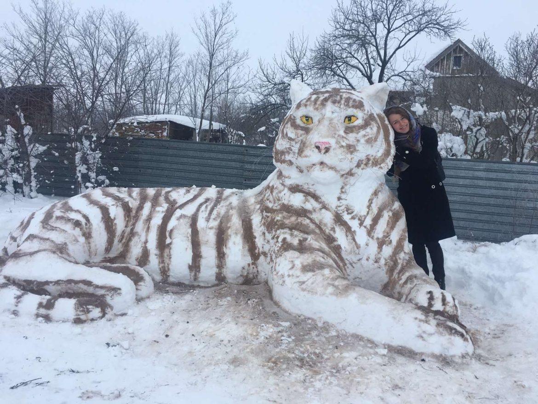 Українка здивувала світ великою сніговою скульптурою
