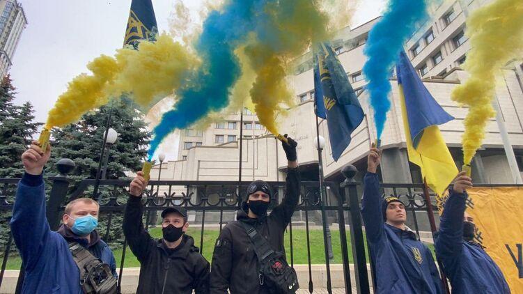 Україна визнана першою у світі за рівнем невдоволення протиепідемічними діями влади