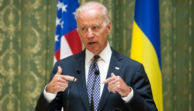 Українці не довіряють Путіну та Лукашенку, але вірять президенту США