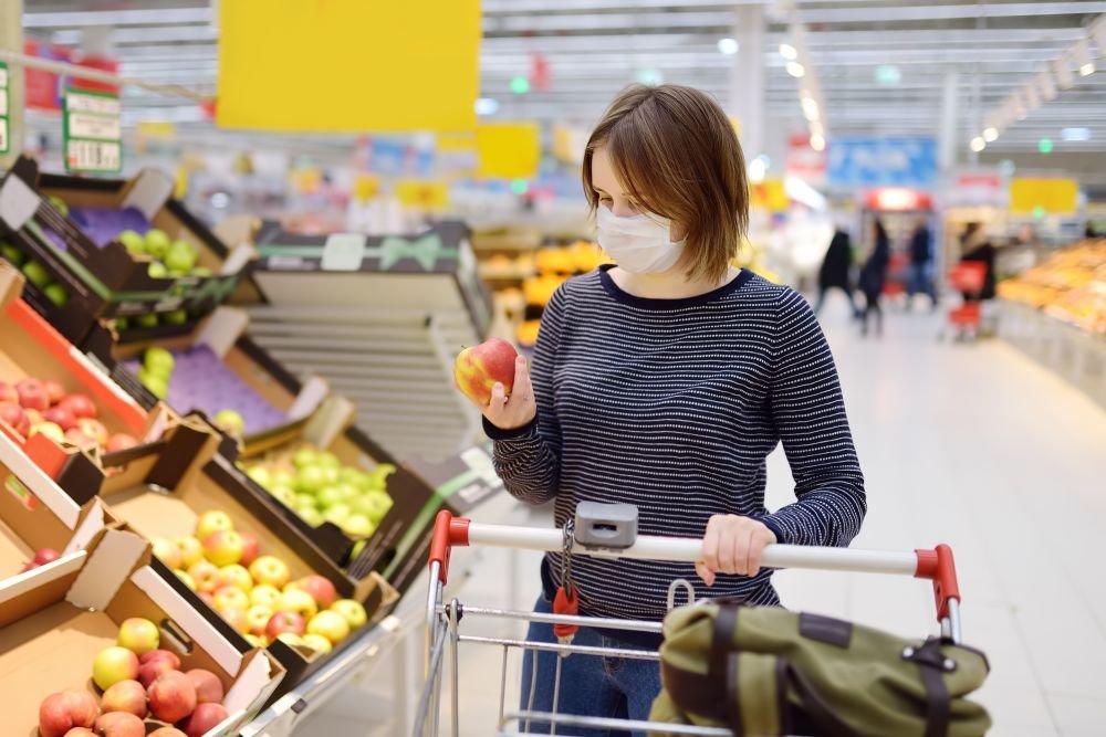 Українці значно скоротили витрати на продукти харчування