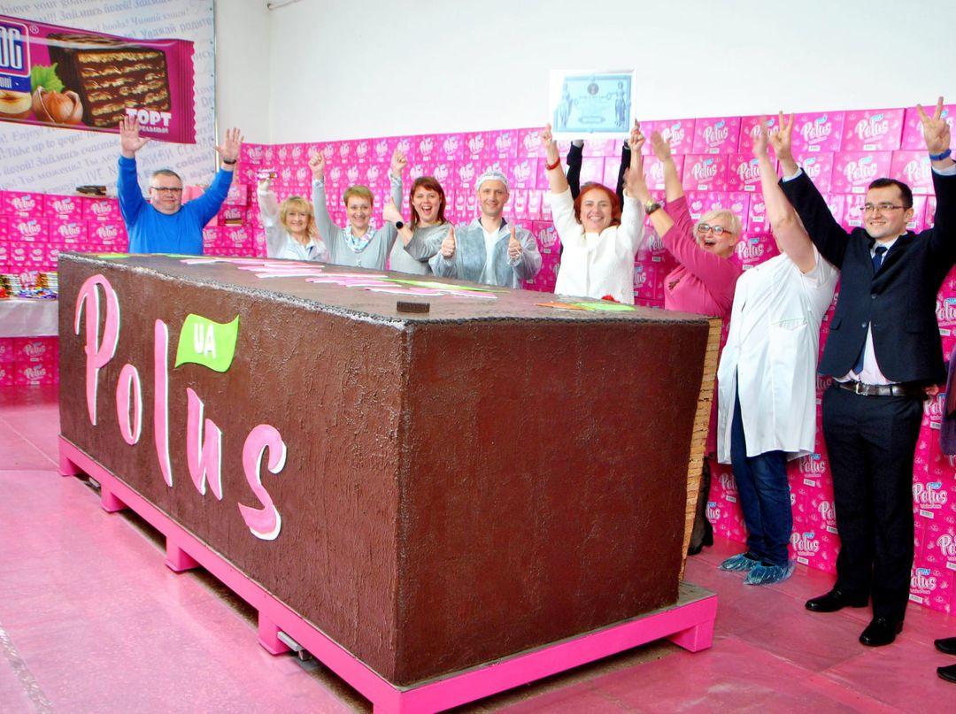 В Україні спекли найбільший вафельний батончик у світі