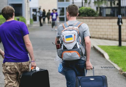 30% молоді хочуть виїхати з України