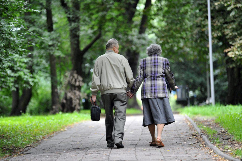 Середня тривалість життя українців поступово збільшується
