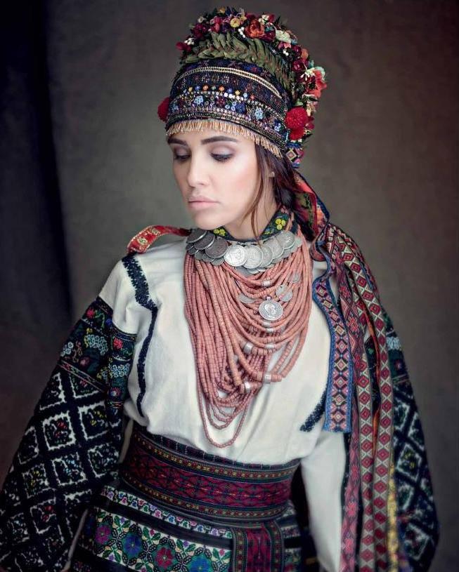 Голлівудський костюмер подарував українському музею свою колекцію лемківських строїв