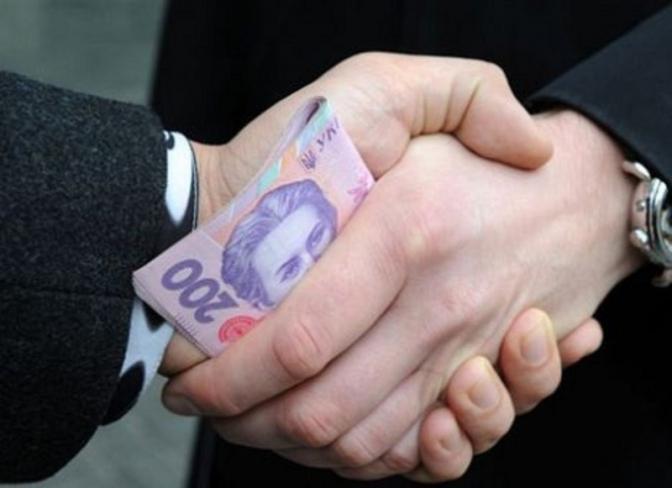 Більшість українців вважають, що в суді виграють гроші та вплив