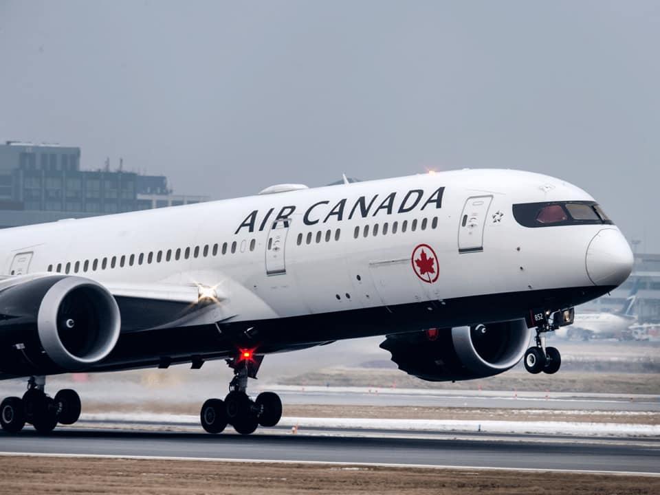 На рейсах Air Canada відтепер можна дивитися фільми українською