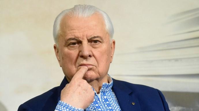 Перший президент України уже місяць знаходиться у реанімації