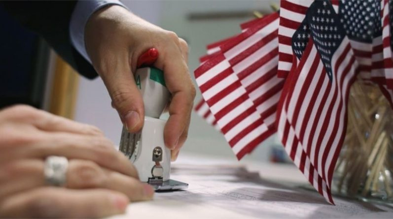Верховний суд дозволив деяким іммігрантам залишитися в США