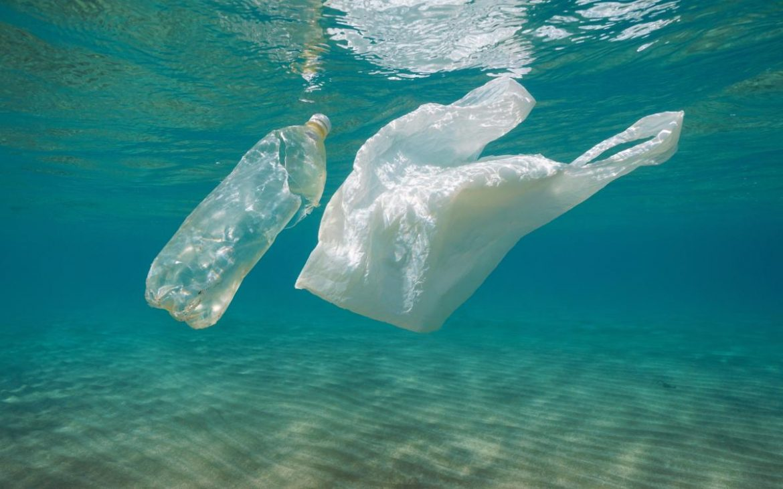 Українські полярники знайшли оригінальний спосіб утилізації пластику в Антарктиді