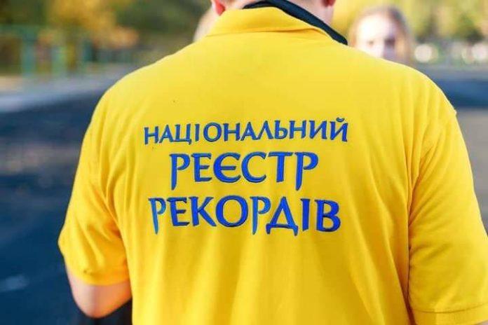 Маленький українець встановив рекорд, відтиснувшись від землі понад тисячу разів