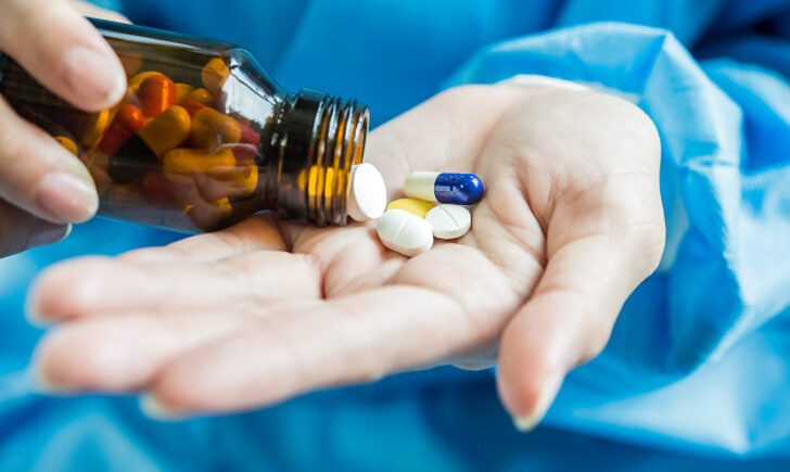 США передали Україні інноваційні ліки проти коронавірусу