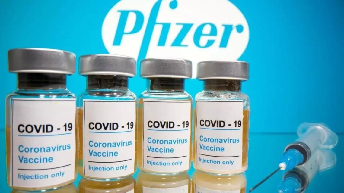 Ефективність вакцини Pfizer вдвічі падає через пів року