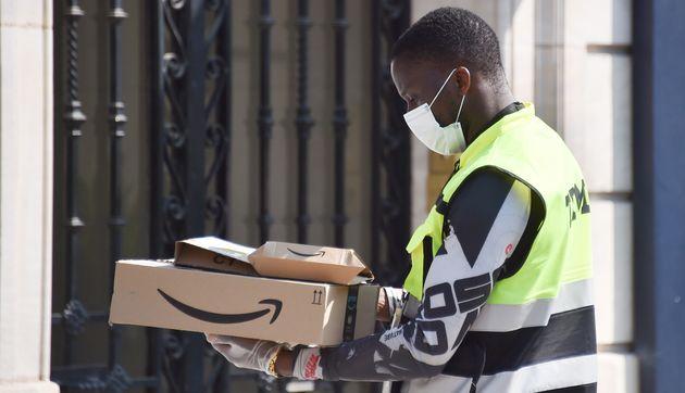 У США  Amazon планує найняти понад 150 тисяч тимчасових працівників